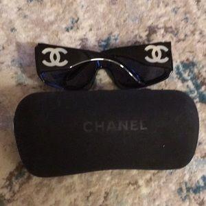 Accessories - Gorgeous Authentic Chanel sunglasses